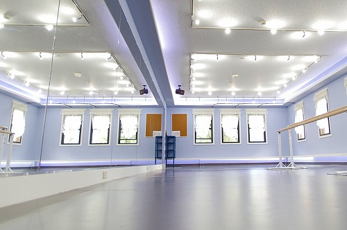 自由が丘セレナヴィータレンタルスタジオの床 鏡 バレエ